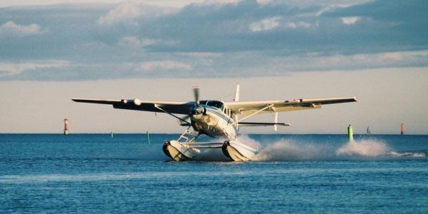 Sjöflygplan och middag